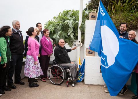 Peter Norfolk hoists the flag